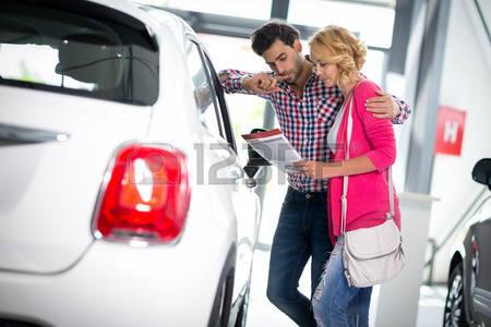 coppia compra auto copia auto usata usato garantito consigli come comprare auto usata diesel benzina gpl metano lista auto attrezzi controlli verifiche targa telaio spessimetro