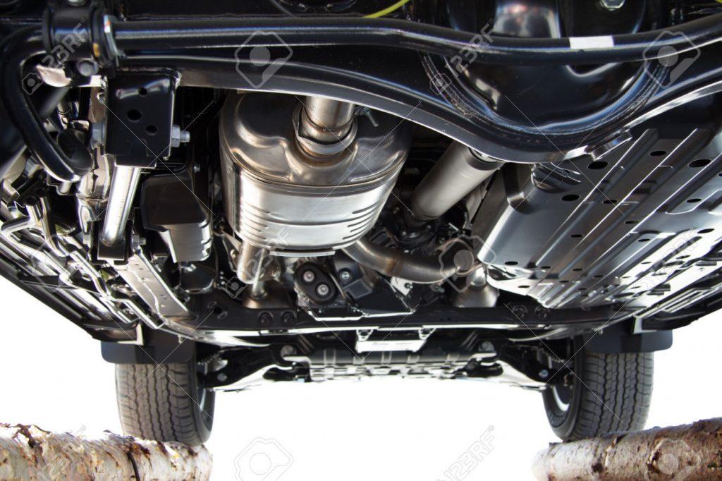 sotto sospensioni inferiori auto vetro originale bmw controllare auto usata usato comprare acquisto attrezzi modalità consigli problemi difetti costi
