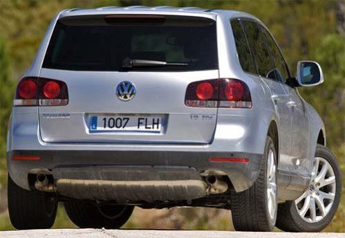 volkswagen touareg tuareg executive lux rline trendline comfortline highline sportline dsg tdi tsi tfsi fsi v6 v8 v10 v12 2.5 3.0 3.6 3.8 4.0 4.2 5.0 bluemotion 4motion offroad fuoristrada suv 2002 2003 2004 2005 2006 2007 2008 2009 2010 restyling facelift anno problemi usato usata comprare difetti affidabilità acquisto carrozzeria paraurti luci fari fanali specchietti vetri portiere ruote gomme cerchi cerchioni motore diesel benzina gas gpl metano gasolio consumi bluetec testata guarnizione pompa olio iniettori interni plancia volante radio multimedia sedili spazio bagagliaio prezzi riparazioni scatola sterzo sospensioni pneumatiche idrauliche adattive elettrica elettronica cambio manuale automatico distribuzione catena cinghia tenditore frizione filtro dpf fap olio freni caratteristiche sensori alzacristalli turbina climatizzatore condizionatore compressore accessori optional xeno lampadine centralina radiatore pastiglie chiusura centralizzata alternatore allestimenti chilometri navigatore hatchback dati tecnici ricambi grigia gomme griglia impianto audio recensione tergicristalli serbatoio cilindrata peso velocita massima accelerazione potenza cv kw impianto refrigerante lubrificante euroncap sicurezza italia opinioni
