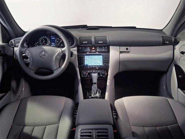 mercedes-benz classe c w203 c160 c180 c200 c220 c230 c250 c280 c300 c350 c400 c55amg classic coupe sw station wagon cabrio sedan berlina business v6 v8 amg avantgarde retrocamera elegance essence lux tiptronic cdi 1.6 1.8 2.0 2.1 2.2 2.5 2.7 3.0 3.2 3.5 5.5 5.4 bluemotion 4matic 2000 2001 2002 2003 2004 2005 2006 2007 restyling facelift anno problemi usato usata comprare difetti affidabilità acquisto carrozzeria paraurti luci fari fanali specchietti vetri portiere ruote gomme cerchi cerchioni motore diesel benzina gas gpl metano gasolio consumi bluetec testata guarnizione pompa olio iniettori interni plancia volante radio multimedia sedili spazio bagagliaio prezzi riparazioni scatola sterzo sospensioni pneumatiche idrauliche adattive elettrica elettronica cambio manuale automatico robotizzato distribuzione catena cinghia tenditore frizione volano monomassa bimassa filtro dpf fap olio abitacolo freni caratteristiche sensori alzacristalli turbina climatizzatore condizionatore compressore accessori optional xeno led lampadine centralina radiatore pastiglie chiusura centralizzata alternatore allestimenti chilometri navigatore dati tecnici ricambi grigia griglia impianto audio recensione tergicristalli serbatoio cilindrata peso velocita massima accelerazione potenza cv kw impianto refrigerante lubrificante euroncap sicurezza italia opinioni bloccasterzo tagliandi