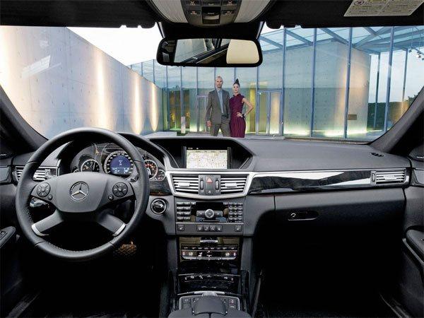 mercedes-benz classe e w212 e180 e200 e220 e230 e240 e250 e280 e300 e320 e350 e400 e500 e55amg e63amg classic coupe sw station wagon cabrio sedan berlina business v6 v8 amg avantgarde retrocamera elegance essence lux tiptronic cdi 1.8 2.0 2.1 2.2 2.5 2.7 3.0 3.2 3.5 5.5 5.4 6.2 6.3 bluemotion 4matic 2009 2010 2011 2012 2013 2014 2015 2016 restyling facelift anno problemi usato usata comprare difetti affidabilità acquisto carrozzeria paraurti luci fari fanali specchietti vetri portiere ruote gomme cerchi cerchioni motore diesel benzina gas gpl metano gasolio consumi bluetec testata guarnizione pompa olio iniettori interni plancia volante radio multimedia sedili spazio bagagliaio prezzi riparazioni scatola sterzo sospensioni pneumatiche idrauliche adattive elettrica elettronica cambio manuale automatico robotizzato distribuzione catena cinghia tenditore frizione volano monomassa bimassa filtro dpf fap olio abitacolo freni caratteristiche sensori alzacristalli turbina climatizzatore condizionatore compressore accessori optional xeno bixeno led lampadine centralina radiatore pastiglie chiusura centralizzata alternatore allestimenti chilometri navigatore dati tecnici ricambi griglia impianto audio recensione tergicristalli serbatoio cilindrata peso velocita massima accelerazione potenza cv kw impianto refrigerante lubrificante euroncap sicurezza italia opinioni bloccasterzo tagliandi
